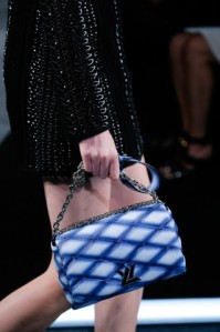 louis vuitton blue quilted bag mavi kapitone çanta